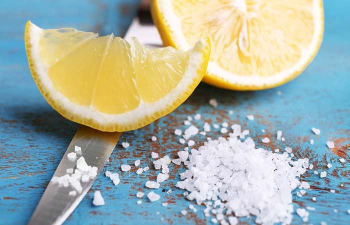 Cara Memutihkan gigi dengan garam dan lemon